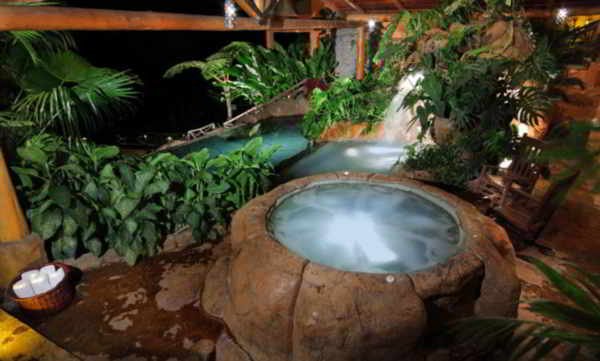 La Paz Waterfall Gardens peace lodge Jacuzzi