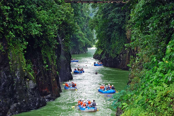 Experience World Class Rafting On The Pacuare River