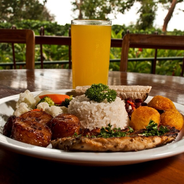 Wouldn't this be the perfect start to your week? A typical Costa Rican #meal via @DokaCoffee Estate ? #CostaRica #yum
