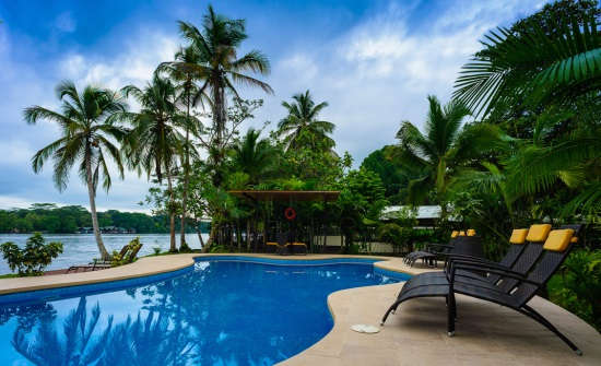 Manatus Lodge pool