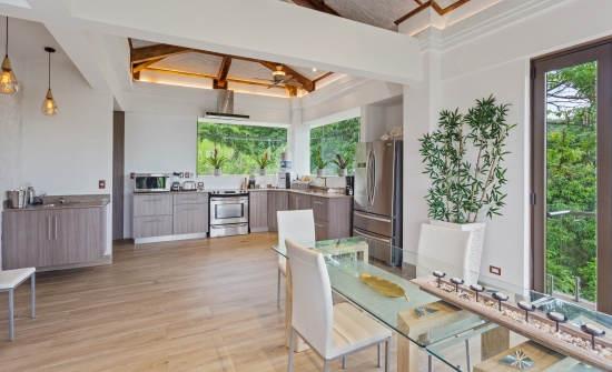 Tule Villa kitchen dining